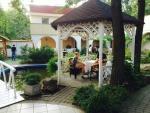 Táborhelyszínek Tata Hotel és Ifjúsági Tábor hotel udvar