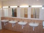 Táborhelyszínek Tata Hotel és Ifjúsági Tábor közös fürdőszoba