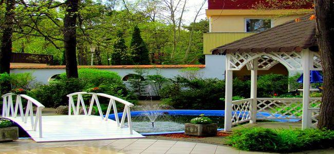 Táborhelyszínek, Tata Ifjúsági Tábor és Hotel park