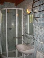 Táborhelyszínek, Szentendre Ifjúsági Tábor, turistaház fürdőszoba