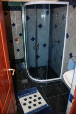 Táborhelyszínek, Királyrét Fogadó és Erdei Hotel, hotel lakrész fürdőszoba