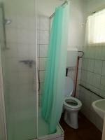 Táborhelyszín, Pilismarót Ifjúsági Tábor, üdülőházak fürdőszoba