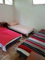 Táborhelyszín, Pilismarót Ifjúsági Tábor, faházak 27-es faház szoba